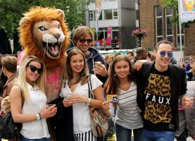 Pink Saturday 2013 Friends and Lion Mascotte 2 by Joshua-Mozes