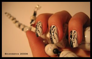 blackANDwhite love-2 -nail-art by Shangova
