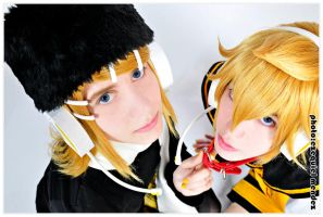 RIN AND LEN KAGAMINE 2 by EzeMendez