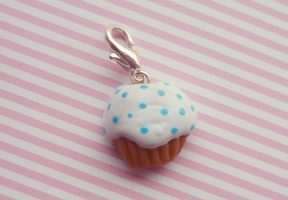 Wonderland cupcake charm by Kyandi-charms