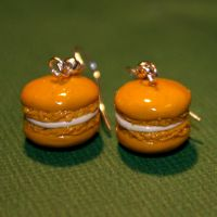Salted caramel macaron earring by Plastic-pearl
