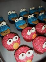 Cookie Monster + Elmo Cupcakes by Stephanefalies
