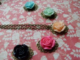 Rose necklaces by NimfVirTi