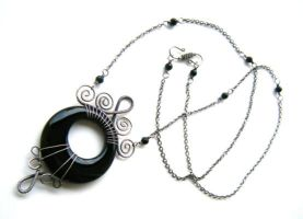 onyx donut necklace by annie-jewelry