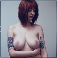 A simple nude portrait by YnotPhotography