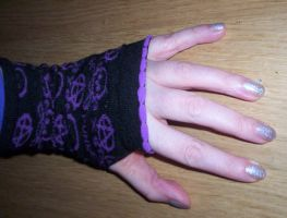 Skull-Goth-Hand-PVS by pixievamp-stock