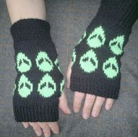 Alien Fingerless Gloves In Acrylic Yarn by AlienFashionsUK