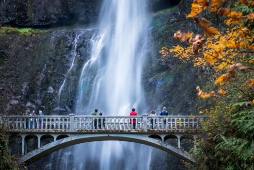 Multnomah Falls, Oregon by alierturk