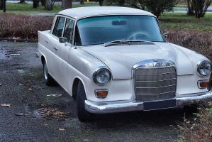 Mercedes-Benz 200D by Deuk
