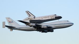 Discovery says Farewell to KSC by OpticaLLightspeed