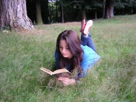 Meadow Reading by 0han-nah0