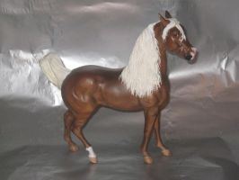 Custom breyer by XxBrokenPandaxX