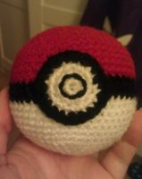 Crochet Pokeball Revised by KaniKaniza