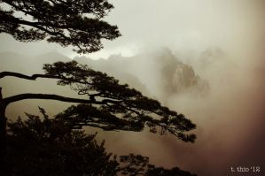 Huangshan - Mountains 1 by turquoise-truck