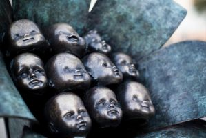 Creepy Little Heads by alvse