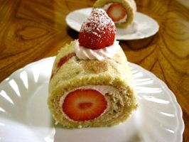 Strawberry Roll Cake by macaron9