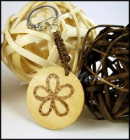 Keychain D knotted with phyrography decoration by SuniMam
