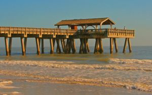Tybee Island Pier by averyskees