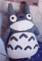 Totoro plushie by curry-brocoli