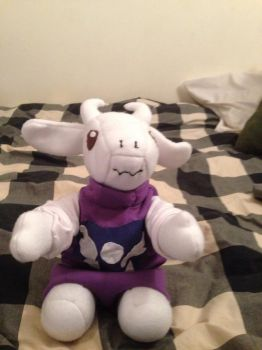 Finished Toriel Plush!  by Ivvey
