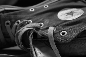 Converse black and white by Sally-MicKeY-FinN