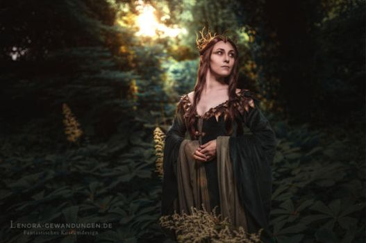 Lady of Mirkwood 2016 by LenoraGewandungen