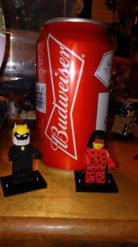 Size comparison Budweiser Lego Custom figures by pieclown