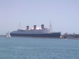 The Queen Mary 2 by Tailmouth-Cupcake