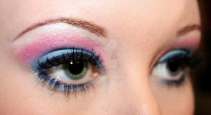 Pink and blue eyeshadow by Creativemakeup