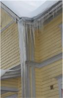 Icicles on Villa Sindoro 1 by Kattvinge