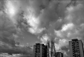 Black'n'White Clouds by TinnaAres