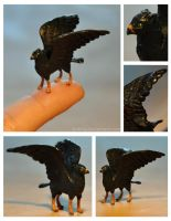 Miniature gryphon by Kridah
