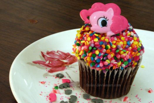 Week 10 - Pinky Pie Cupcake by Frolay