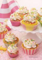 Funfetti Cupcake  w/ Cake Batter Frosting by theresahelmer