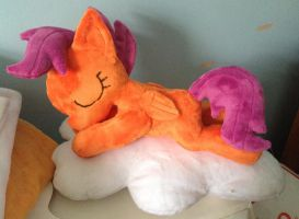 Sleepy Scootaloo by PlushieScraleos