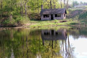 Cabin by the lake. by sweatangel