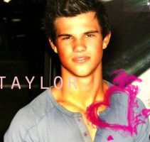 Taylor Lautner by pinkjuspeachy