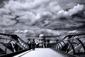 Millenium Bridge BW by DostorJ