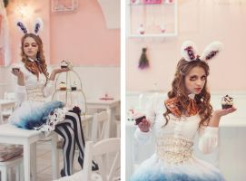 EAT ME - Alice by Ida-Astero