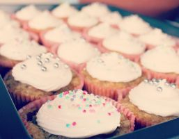 gulrot cupcakes . by iDeathNee