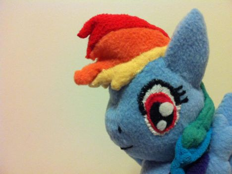 Handmade Rainbow Dash Plush close up on face by Lieluka