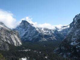 Yosemite Valley by AtomicBrownie