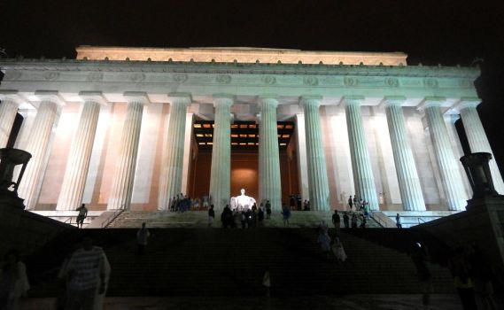 At Zi Lincoln Memorial by HappyChaoticMelody