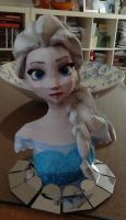 Elsa papercraft by giden445