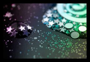 Glitter by thelxepiae