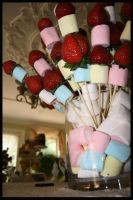 Marshmellows and Strawberries by santi12321