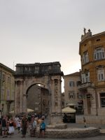 The triumphal arch in Pula by Horsissa