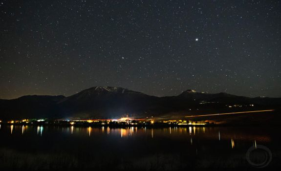 Starry Sky Over Lake Washoe by sintar