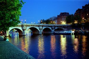 Paris: Pont Neuf at night by duncan-blues