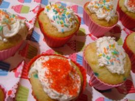 heart-shaped cupcake cluster by Pentecost